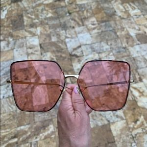 New Gucci sunglasses gold pink square frame
